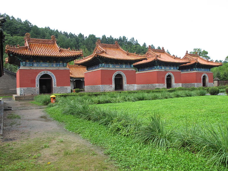 800px-Yongling_Tomb_of_Qing_Dynasty_-_0